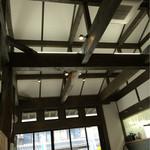 芭蕉庵 - 幅50cm以上はある梁