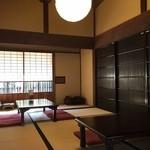 古民家カフェレストラン 初花 - 店内