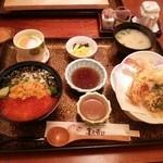 喜久寿司 - ランチメニューより。三色丼セット。