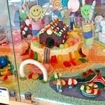 47022423 - お菓子の家 可愛い
