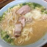 山小屋 - 料理写真:ワンタン麺