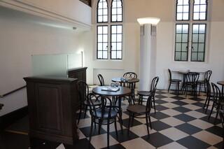 カフェ フロインドリーブ 本店 - こちらは予約席としてリザーブされていました