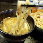 花菱 - 全粒粉の平麺ろ、濃厚スープの組み合わせ