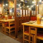 47038148 - 建物は歴史ありそうな貫禄なのですが、店内はテーブルも新しく、綺麗にまとまっています
