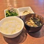 食事セット (ごはん/お味噌汁/香の物/おひたし)