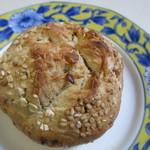 47040498 - 種実のパン140円。