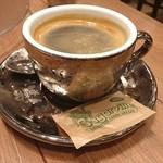 ピッツェリア&バー マーノエマーノ - カップがキラキラ。