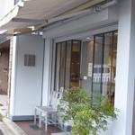 47043939 - 小さな洋菓子店