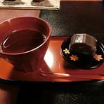 47045158 - 2015年12月:珈琲を頼んだらついてきたお茶とお茶菓子…羊羹は結構な重量感で太っ腹です