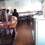 街の洋食屋 ラパン - テーブル席のみです 2016/02