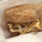 カフェ ミナミッソ - 醤油麹づけポークの国産玄米サンド