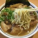 47046485 - 麺は太ストレート!デフォの塩らーめんは細麺なので麺の種類を変えている