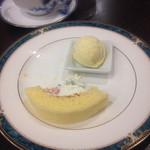 47046803 - 自家製ロールケーキ