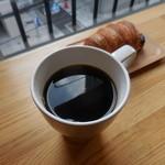 47046810 - ドリップコーヒー(HOT) 330円、もちチョコ 220円