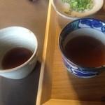 そば処 あじき堂 - 美味しいつけつゆは湯呑みに小分けしてそば湯をじっくり楽しみます。