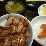 ぶたいち - 海。   豚丼セット(ミニいくら丼付)