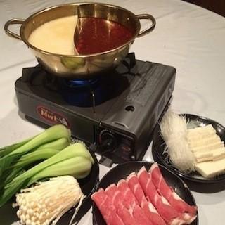 香港風二色しゃぶしゃぶ900円税抜ヤミツキ!!