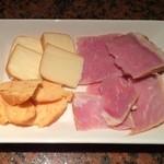 らいぶ ばあ まいける - 手作りスモークハム&チーズ 500円で