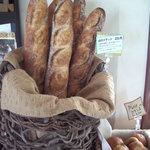 山のパン屋 ダディーズ・ベーカリー - 料理写真:低温発酵のバゲット 時間をかけて小麦の味を強調しました