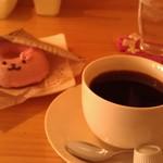 47050399 - H27/3うさぎの焼きドーナツとコーヒー
