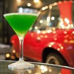 カフェ ガレージ - クリスマスっぽく「緑色のカクテル!」と注文。