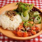 手づかみシーフード Makky's The Boiling Shrimp - サーモンポキプレート