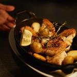 シクスバイオリエンタルホテル - 雛鶏のオーブン焼き ブラックペッパーとローズマリー