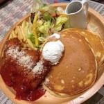 ヒヨリ コーヒー - チーズチキンカツ&サルサパンケーキ