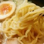 らーめん本郷亭 - 麺アップ