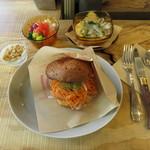 TOLO SAND HAUS - サンドイッチセット:サーモン&ラペ、クラムチャウダー、オリエンタルサラダ ヨーグルトソース1