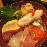 すずめのおやど - おまかせ海鮮丼 500円(税抜き)アップ
