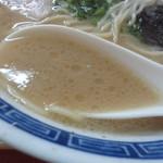 東和ラーメン - オールド久留米豚骨スープ