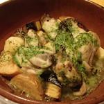 トラットリア フィオリトゥーラ - 広島産牡蠣とナス、じゃがいも、栗のガーリックオーブン焼き
