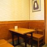出入橋きんつば屋 - 店内(テーブル席)