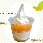 ミルク&パフェ よつ葉ホワイトコージ - 料理写真:北海道メロンのパフェ 520円 ※夕張メロンのゼリーとジュースをたっぷり使用しています