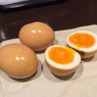 洋楽いし井 - 自家製半熟卵の燻製