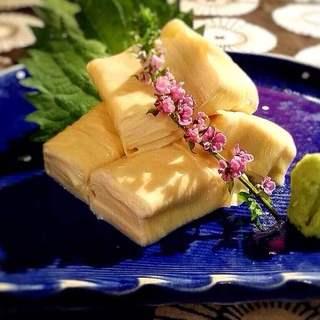 生湯葉、生麩など京都ならではのお料理。