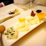 47075152 - チーズの盛合わせ