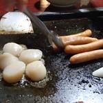 能登 - ウインナー焼き、ホタテ焼き