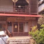 瀞ホテル - H27/5瀞ホテルの入り口と見上げて二階