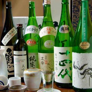 常時100種類の日本酒を取り揃え!あの日本酒も!