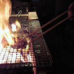 炉端や 小石酒場  - 料理は炭火で焼くのが一番!!