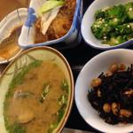 稲荷町食堂 - ・ご飯(小) ¥140 ・あさり汁 ¥194 ・鯖の煮付け ¥248 ・牛すき煮 ¥270 ・ひじき ¥108 ・おくら ¥108