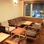 アンカール - テーブル席。12席をご要望に応じてつなげてご利用いただけます。