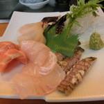ぎふ初寿司 - 本日の盛り合わせ鮃や蝦蛄、赤貝