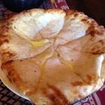タージュ - 料理写真:スペシャルセットのチーズナン