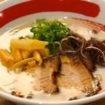 めんくいや - 豚骨だけで作ったスープに自家製の細麺はめんくいやのラーメンの基本になります