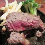 trattoria SATOMI fooding - 凍結熟成の牛、廉いのに立派