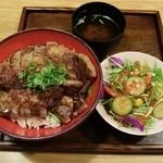肉のツクモ - ステーキ丼ぶり1.5倍&ミニサラダ
