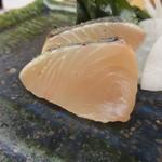 鮨おばな - 藁で炙ったさわらのたたき。くせなくでも旨みも凄い。
